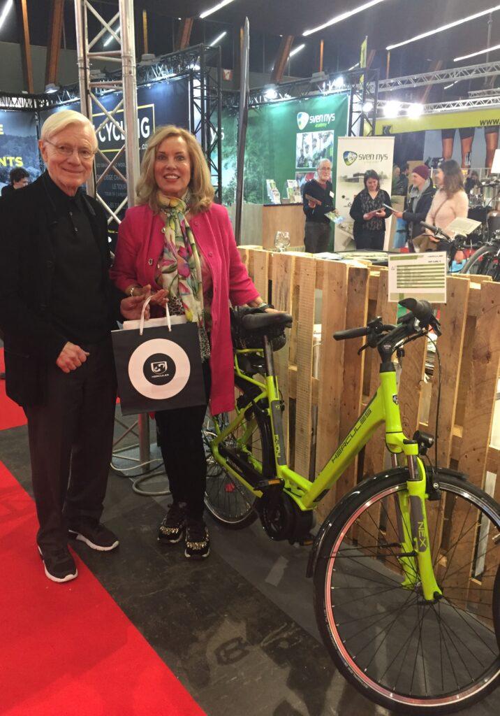 """Andries Gaastra (met zijn vrouw): """"De fiets houdt altijd een volwassen uiterlijk."""""""
